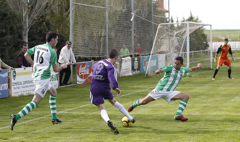 Partido de f&uacute;tbol entre el Becerril y la Cebrere&ntilde;a