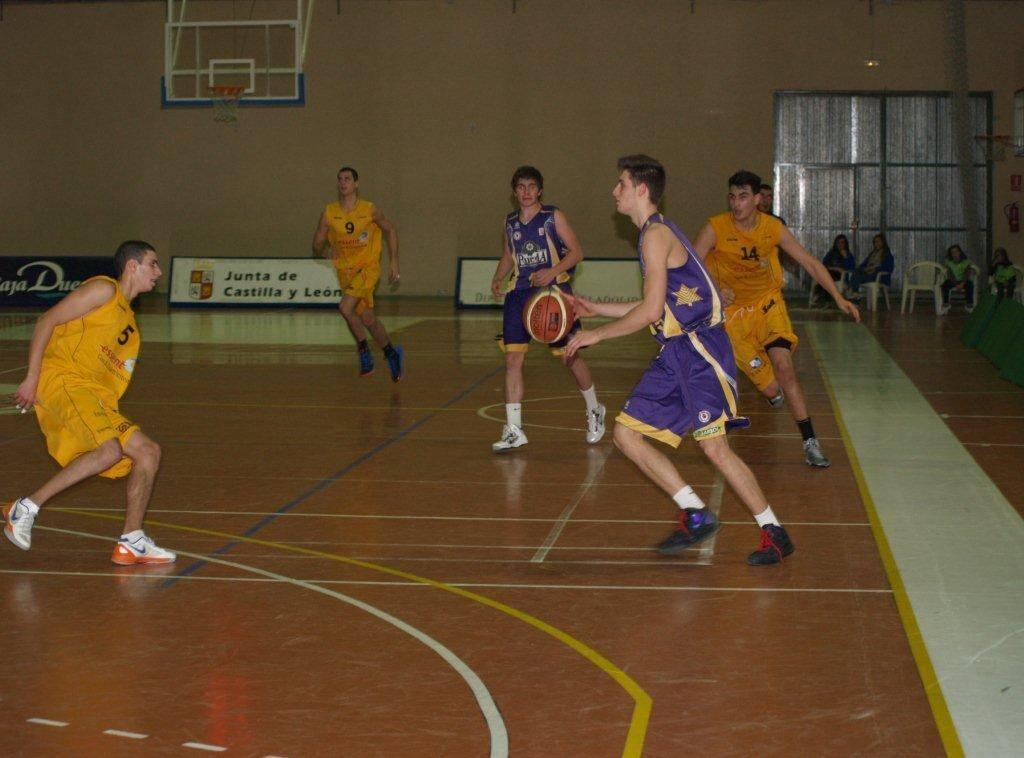 XIV Torneo Internacional Baloncesto Memorial Nicolas Lopez Gay en Pedrajas de San Esteban (Partido BC Telenet Ostende &ndash; Blancos de Rueda)