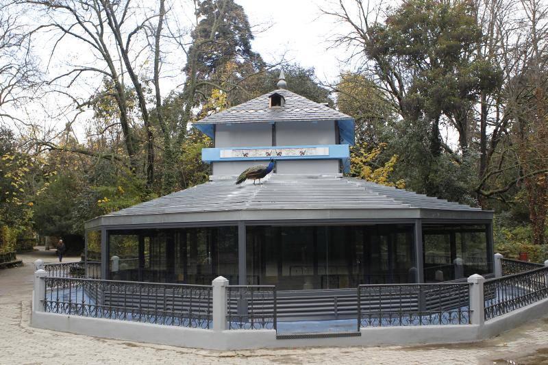 Pajarera restaurada en el campo grande valladolid for Pajarera jardin