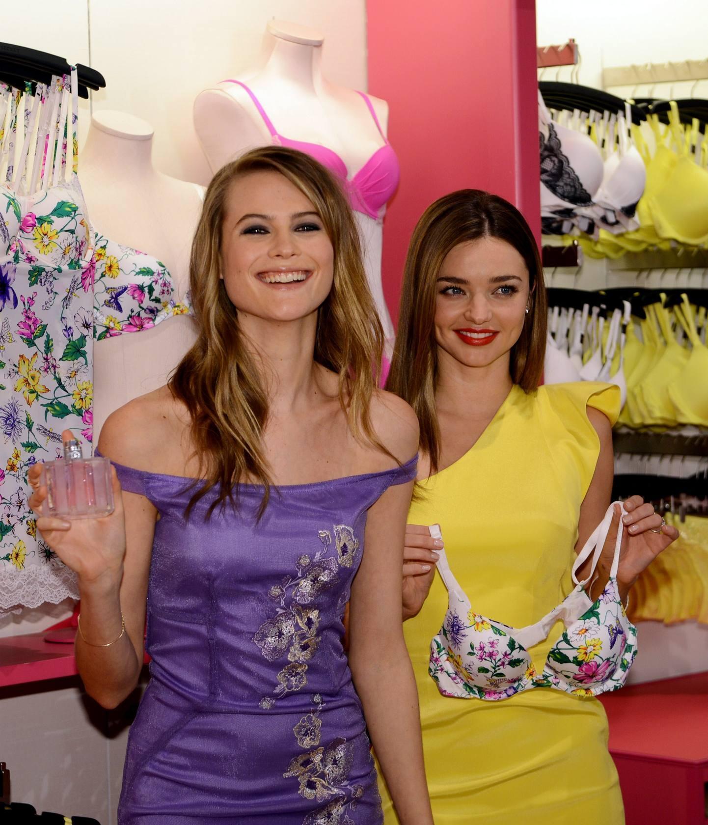 Miranda Kerr y Behati Prinsloo presentan 'Faboulous' la nueva colección de Victoria's Secret