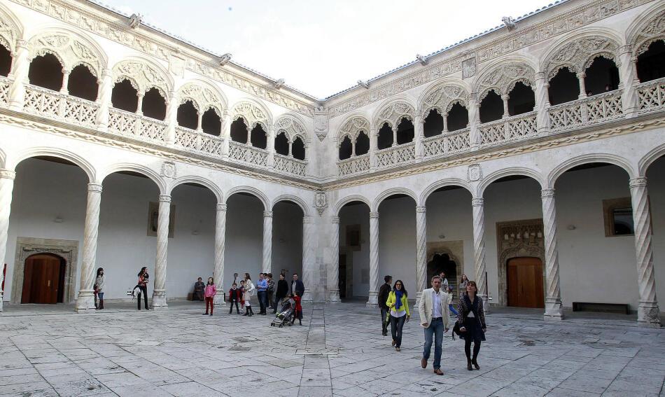 Visitantes en el Museo Nacional de Escultura de Valladolid durante la jornada...