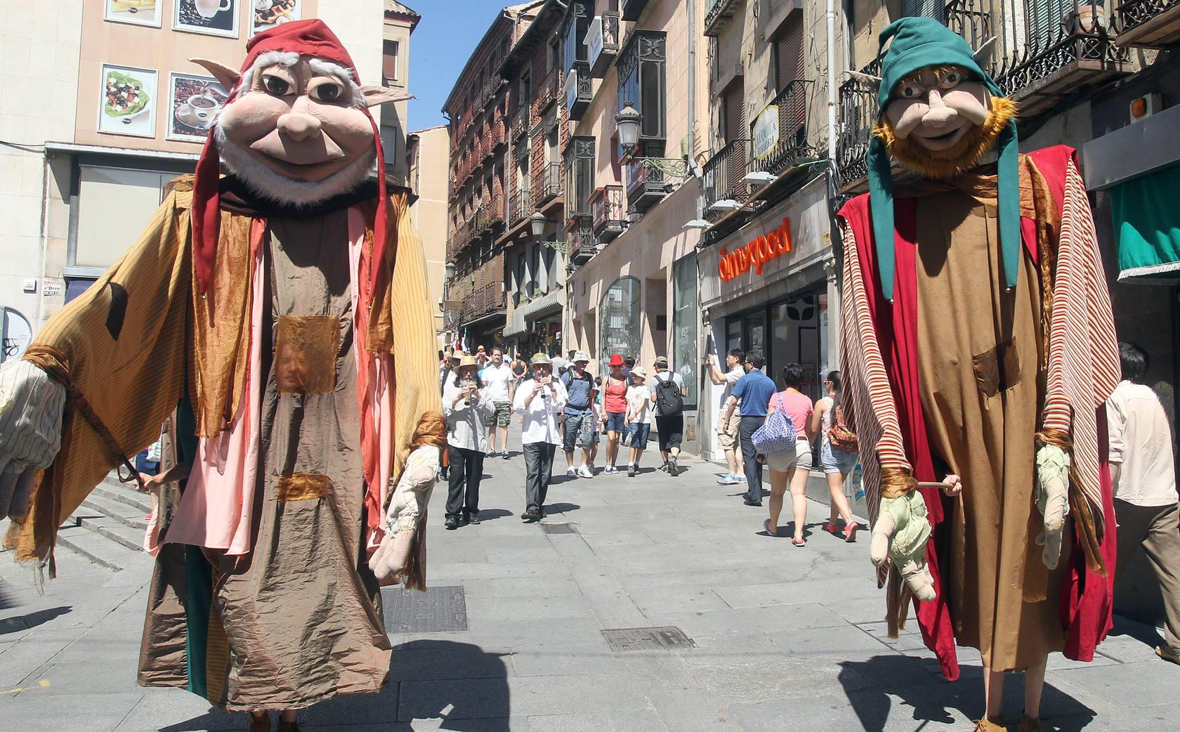 Folk Segovia anima la ciudad con su pasacalles