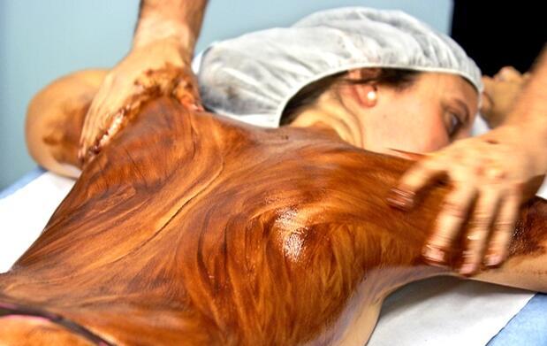 Envoltura y masaje de rostro y cuerpo 19€
