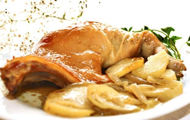 Alojamiento y cena típica para 2 por 99€