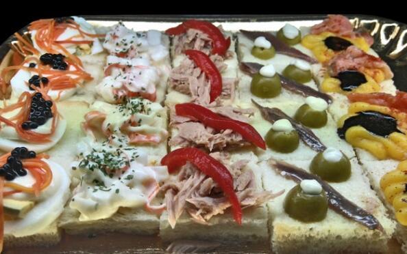 Celebra las fiestas de nuestra ciudad con esta exquisita bandeja de canapés