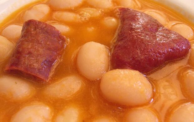 Menú castellano, cordero o cochinillo 18€