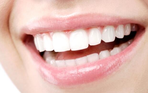 Revisión y limpieza dental solo 9€