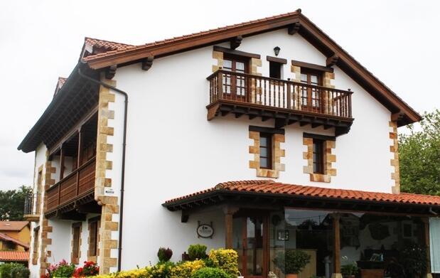 Noche y desayuno para 2 en Cantabria 38€