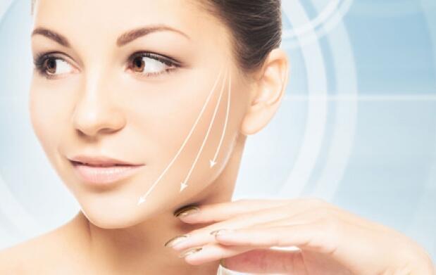 Facial premium: peeling y ácido hialurónico