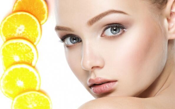 Limpieza facial orbicular con Vitamina C en pleno centro