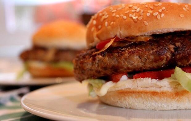 Menú con hamburguesa para 2 por 9 €