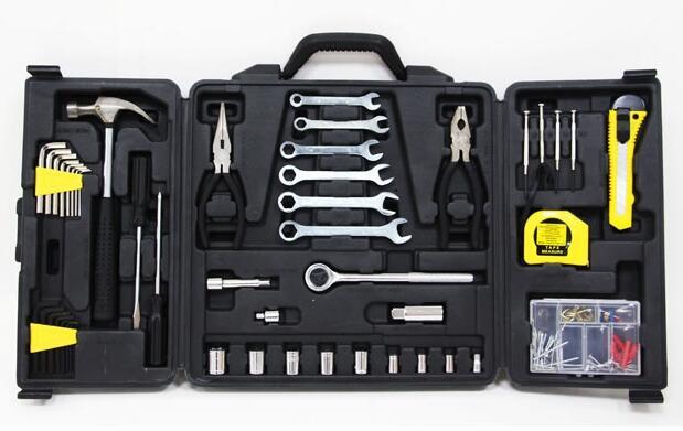 Caja de herramientas de 136 piezas 19€