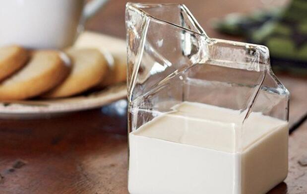 Jarra mini brick leche de cristal 9€
