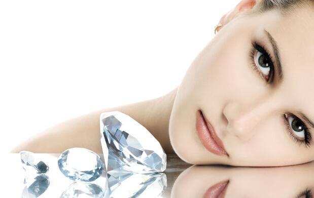 Limpieza facial con punta de diamante 19€