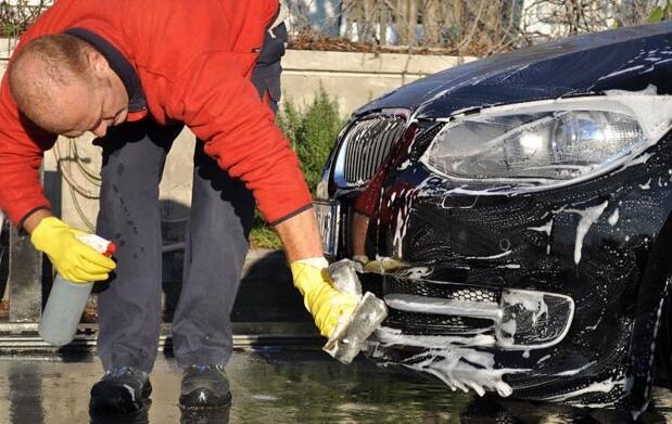 Lavado de coche interior y exterior 14€