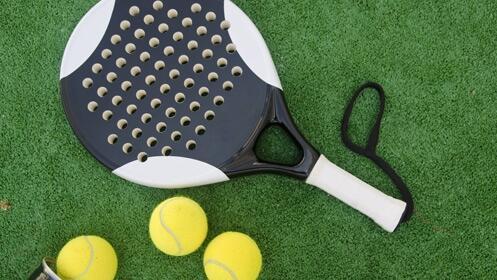 Disfruta de clases individuales de pádel o tenis a domicilio