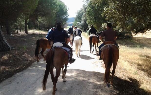 Ruta a caballo y aperitivo para 2, 25€