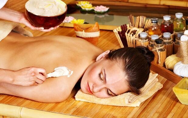 Peeling corporal con sales y masaje 16€