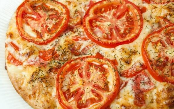 Pizza grande para 2, entrante, bebida y postre