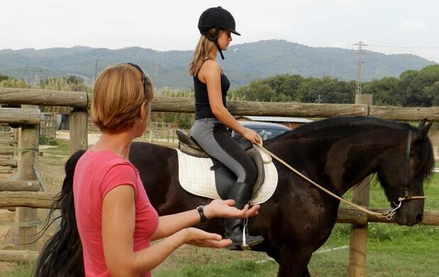 1 mes de clases de equitación 29€