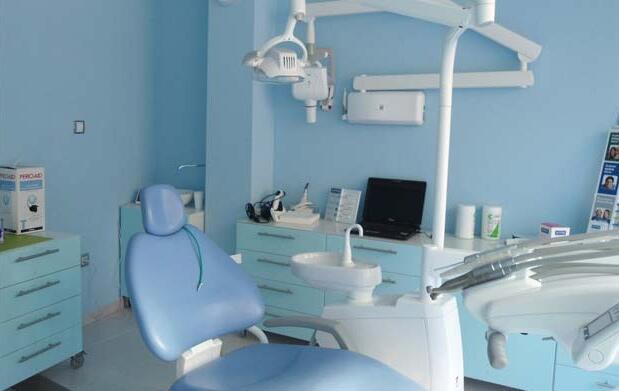 Limpieza dental ultrasonidos y pulido 15 €