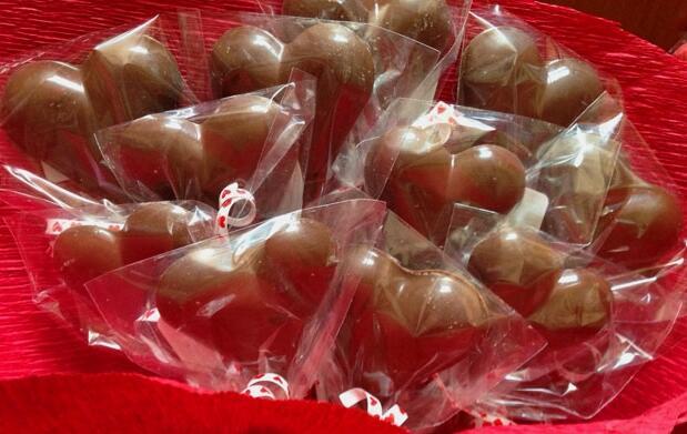 6 corazones o rosas de chocolate 7€