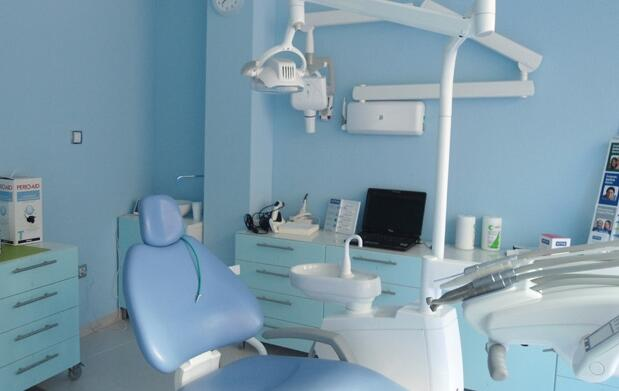 Blanqueamiento dental con luz pulsada 49€