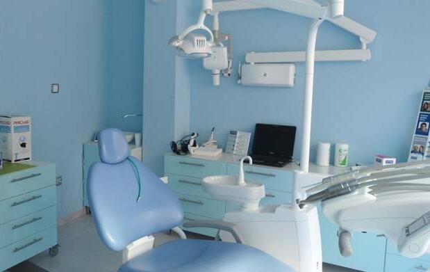 Limpieza dental y revisión 15 €