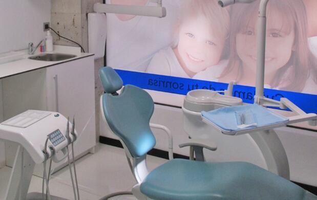 Limpieza bucal, revisión y radiografía 12€