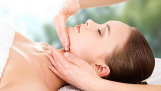Limpieza facial personalizada y manicura semipermanente