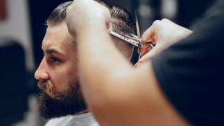 Tres completas sesiones de peluquería con corte para caballero