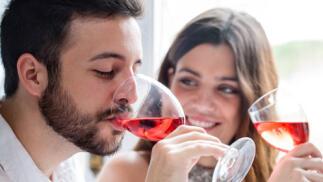 Cata de vinos singulares en el centro con degustación