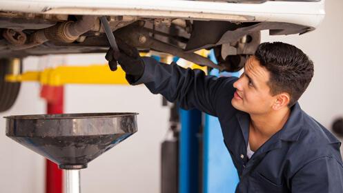 Cambia el aceite del coche con un 66% de descuento