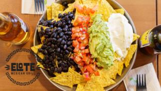 Menú mexicano para dos ¡elige entre nachos o burritos!