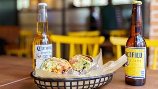 Menú Mexicano para dos con 2 burritos y bebida