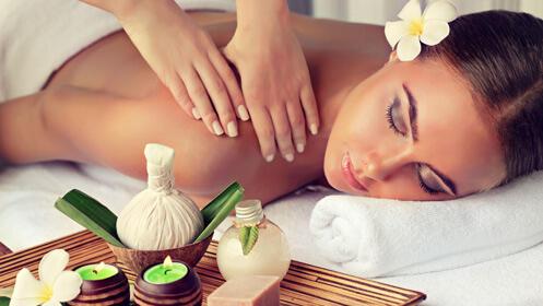 Masaje de cocoterapia, bambuterapia o con pindas