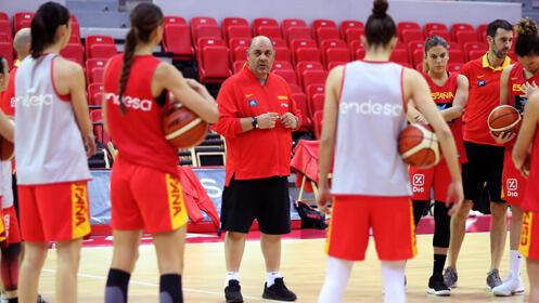 Menú gourmet para dos + 2 entradas baloncesto Selección Femenina