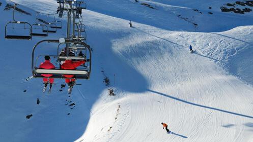 Alquiler de material de esquí o raquetas con descuento