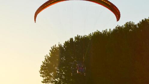 Vuelo en parapente biplaza ¡magia en las nubes!