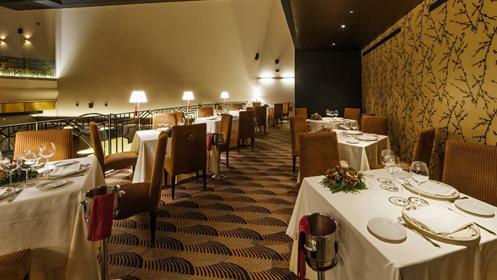 ¡Celebra San Valentín! Espectacular cena para dos en el Casino Roxy