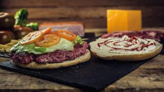 Menú para dos Retos Carnívoros: hamburguesa y patatas