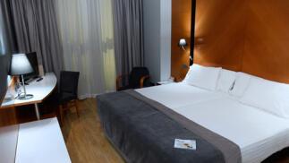 Silken Juan De Austria 4* Valladolid: habitación superior y desayuno para dos
