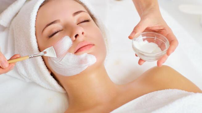 Tratamiento facial de lujo con punta de diamante