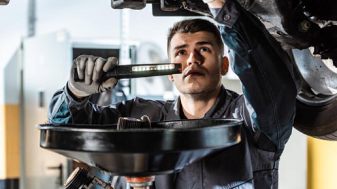 ¿Viaje en coche? Cambia el aceite y haz una revisión ¡opción Repsol!